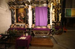 Verhüllung grosse Altarbilder Stadtkirche Baden