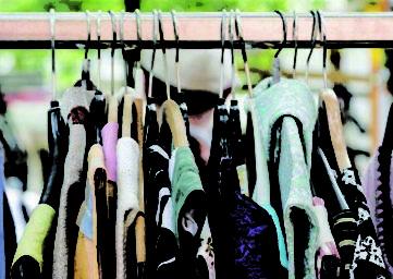 Symbolbild Stoffwechsel Kleiderstange