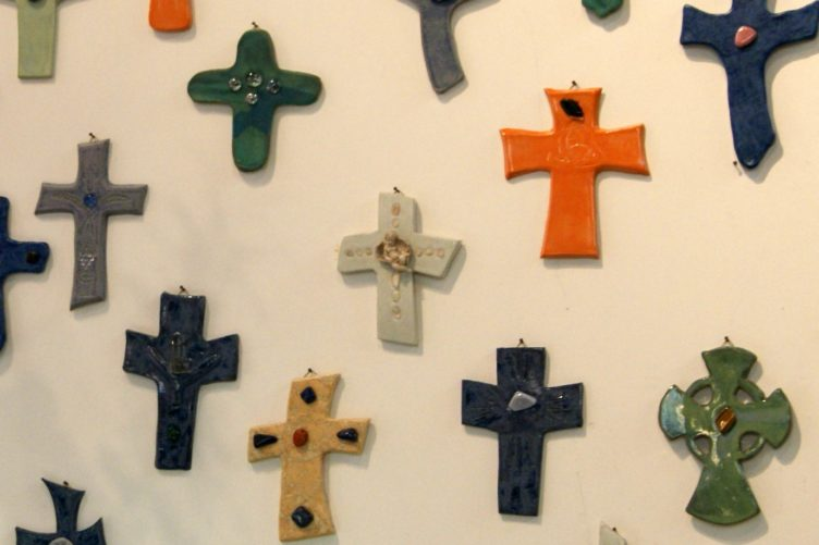 Gestalten der Erstkommunion-Kreuze