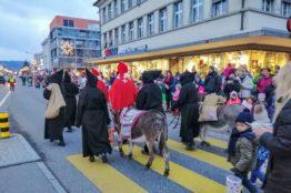 Chlauseinzug auf dem Zentrumsplatz Wettingen 9
