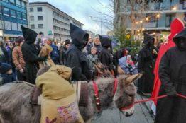 Chlauseinzug auf dem Zentrumsplatz Wettingen 10