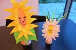Blumengesichter auf Birkenstämmchen basteln 14