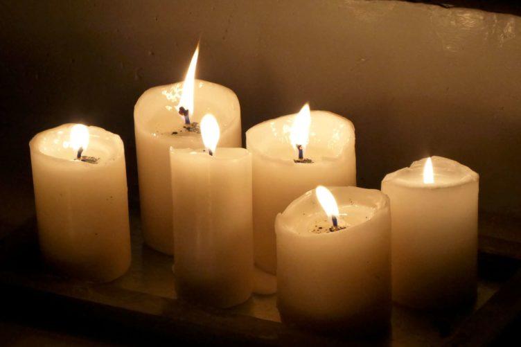 Ökumenische Aktion: Gemeinsam beten und Kerzen anzünden