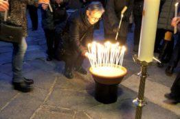Feier vor der Kirchentür in Würenlos 3