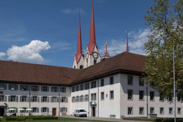 """Rentier-Spaziergang  vom 2. Juni 2021 """"Klostergärten"""" Muri"""