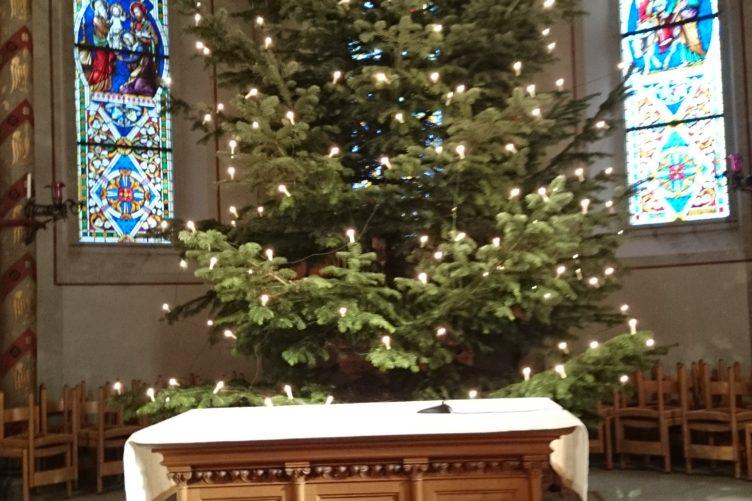 Christbaum aufstellen