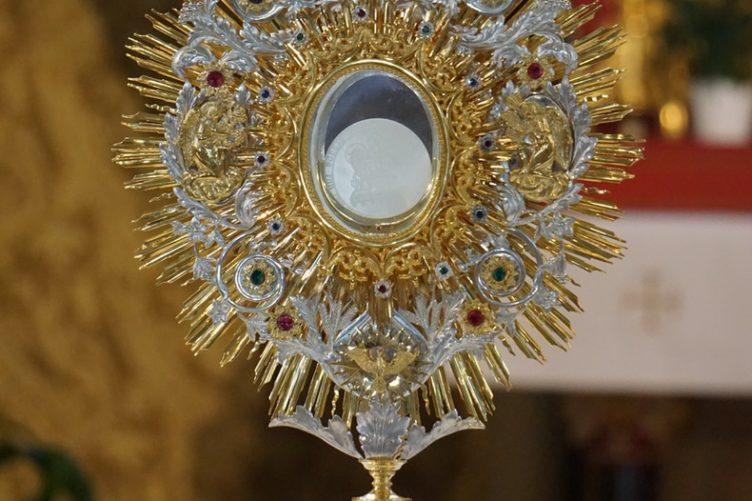 Gottesdienst mit Prozession an Fronleichnam
