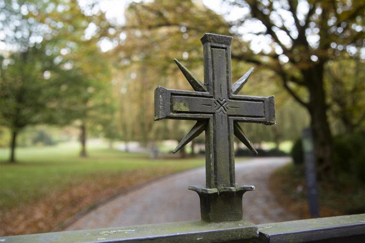 Erwachsenenbildung – Interreligiöser Friedhofsbesuch